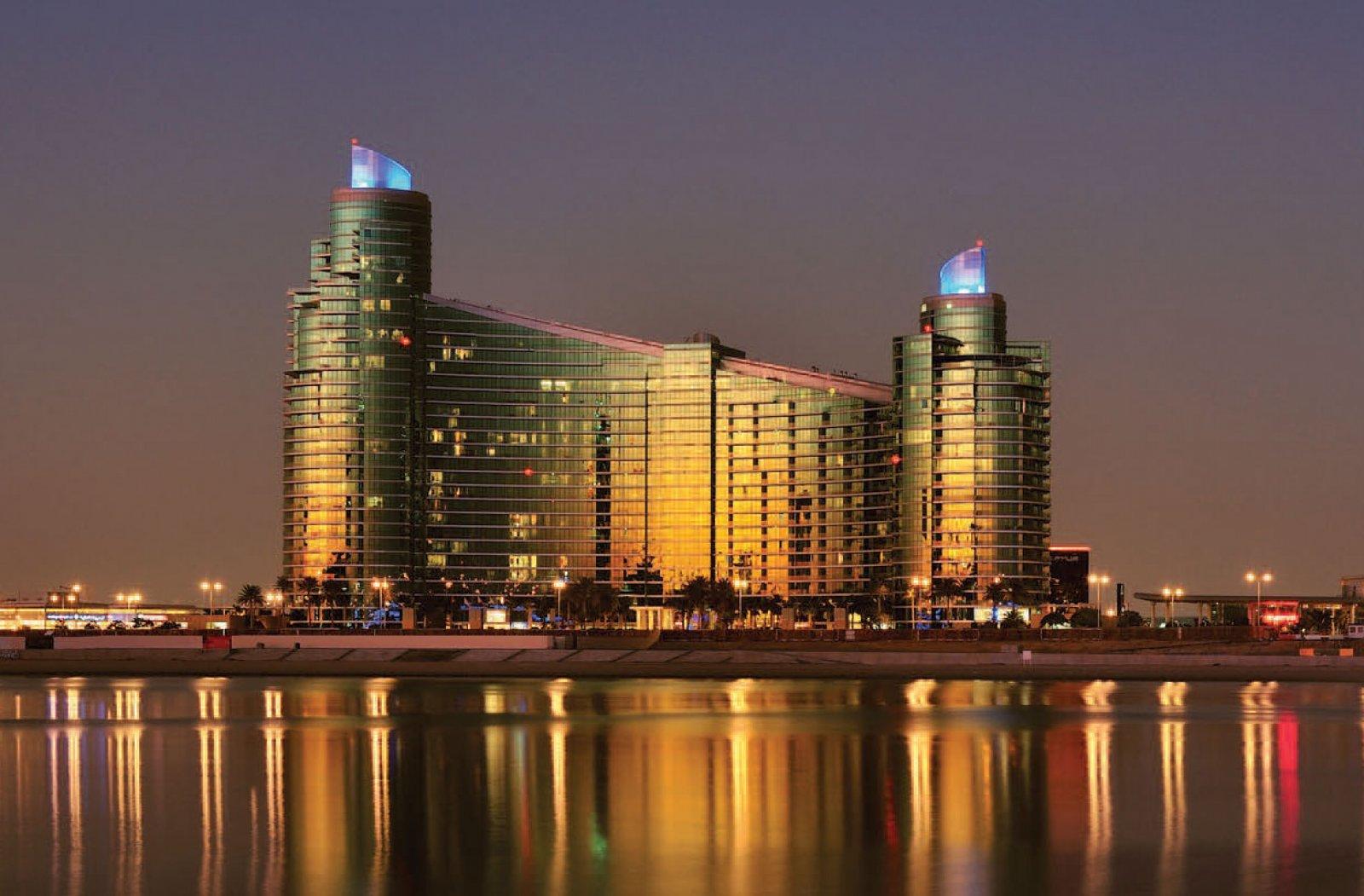Dubai Festival City Harbour Plaza, B.A.E.