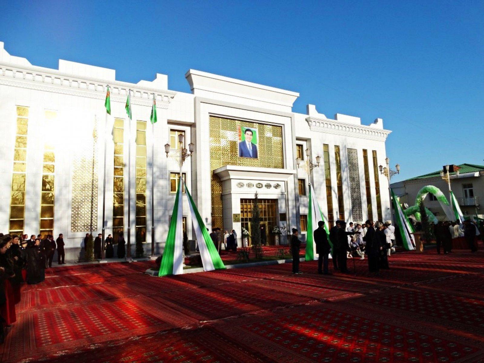 Aşkabat Cumhurbaşkanlığı Binası, Türkmanistan